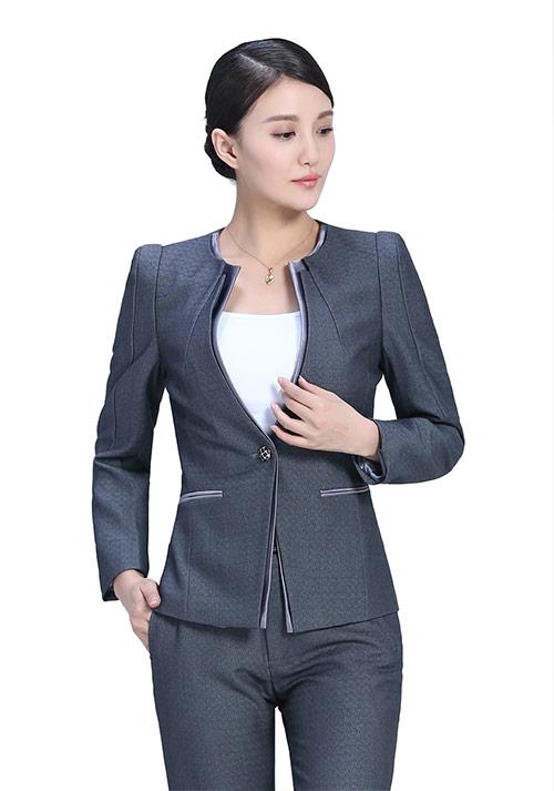 女士职业装定制如何穿出自己的风格